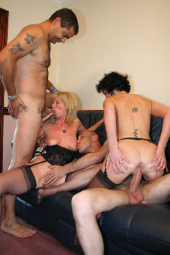 PICTURE SET: Donna, Linda and Partners