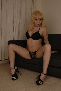 PICTURE SET: Jo Jet Exposing on the Sofa