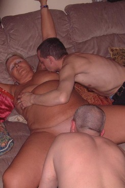 PICTURE SET: Grannies Group Sex