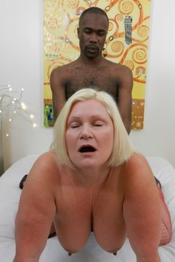 PICTURE SET: Grannys black hook up