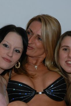 PICTURE SET: Mature with two teens at blowbang amateur party