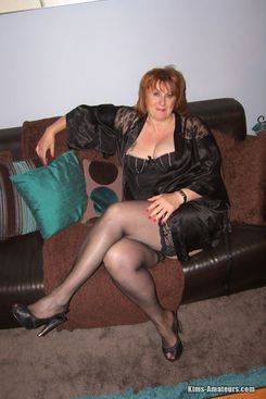 PICTURE SET: Mature wife Roxy