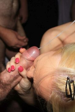 PICTURE SET: Gangbang with skinny blonde and thicker brunette