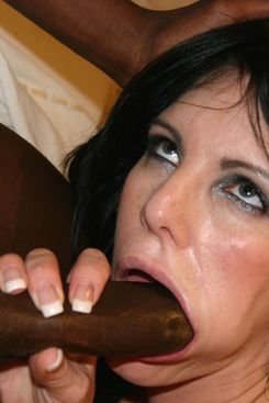 PICTURE SET: Skanky MILF takes BBC in her arsehole