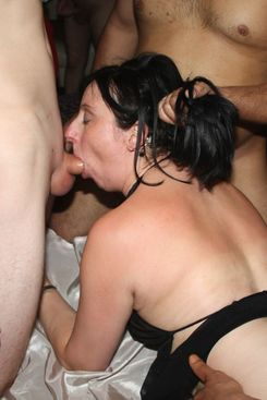 PICTURE SET: Filthy gangbang with mature Eva and MILF Isabelle