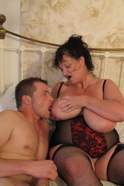 PICTURE SET: Granny Kim fucks with a younger guy