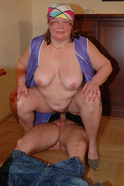 PICTURE SET: Granny in glasses gets a facial