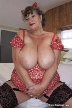 PICTURE SET: Huge boobed mature Kim posing