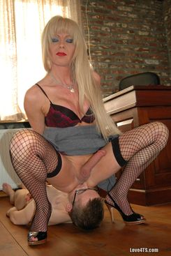 PICTURE SET: Jo Jet dominating a small guy