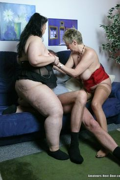 PICTURE SET: BBW and mature threesome