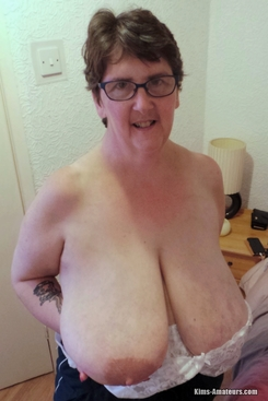 PICTURE SET: Massive natural boobed Granny Shaz