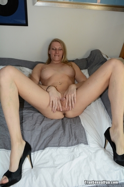 PICTURE SET: Shemale naked in only high heels and her toy
