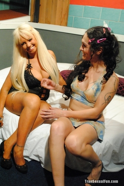 PICTURE SET: Shemale Nicole Montero with a blonde housewife