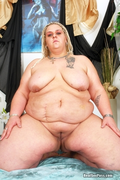 PICTURE SET: Dreadlocked blonde white BBW