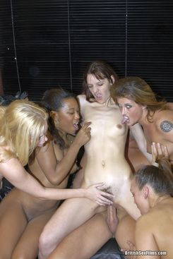 PICTURE SET: Group sex with 5 British chicks