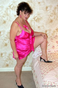 PICTURE SET: Housewife Kim reveals large natural tits in while wearing pink lingerie