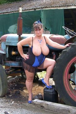 PICTURE SET: Kim shows off her massive tits outside on the farm