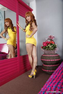 PICTURE SET: Redhead ladyboy strips out of her yellow dress