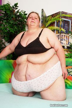 PICTURE SET: Super size BBW with a huge belly