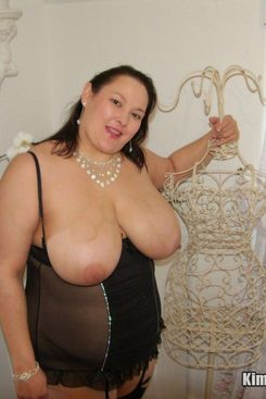 PICTURE SET: Busty amateur Katie in her black lingerie