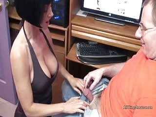 MILF Melissa services a cock