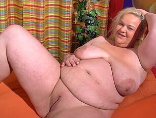 Heavy blonde with big belly toys her shaven pussy