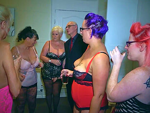 Lucky older guy gets together with 4 mature women part 1