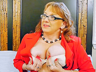 Chubby mature trys out big black cock