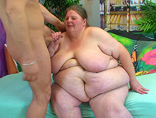 Huge bellied SSBBW gets lucky with a younger admirer